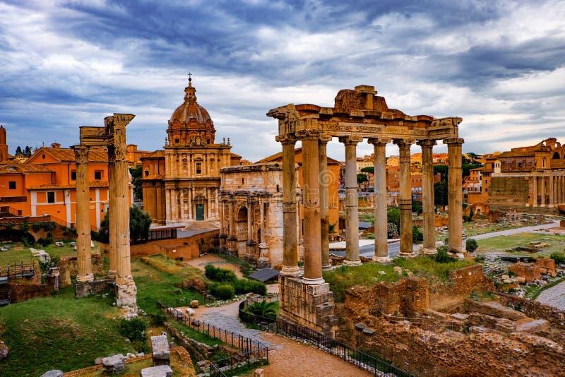 Roman Forum Architecture i det Rome centret arkivfoton