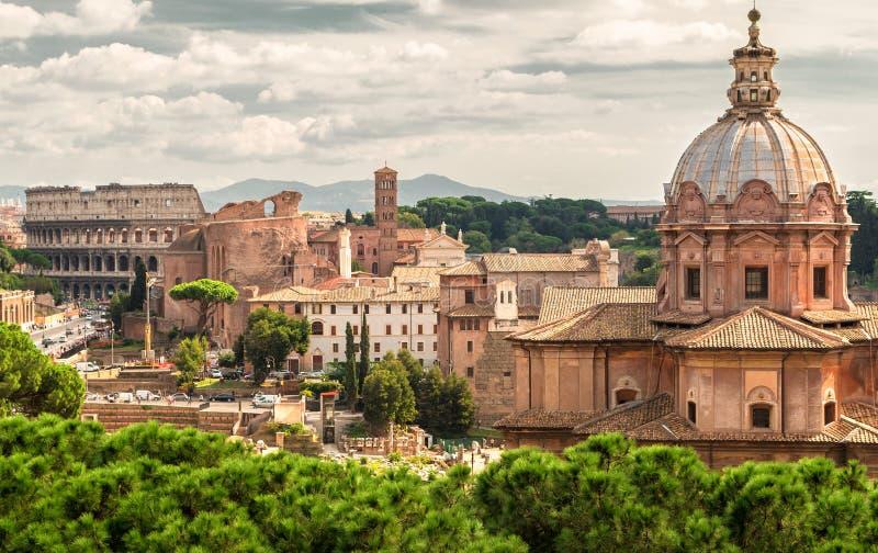 Roman Forum en Coliseum in Rome stock afbeelding