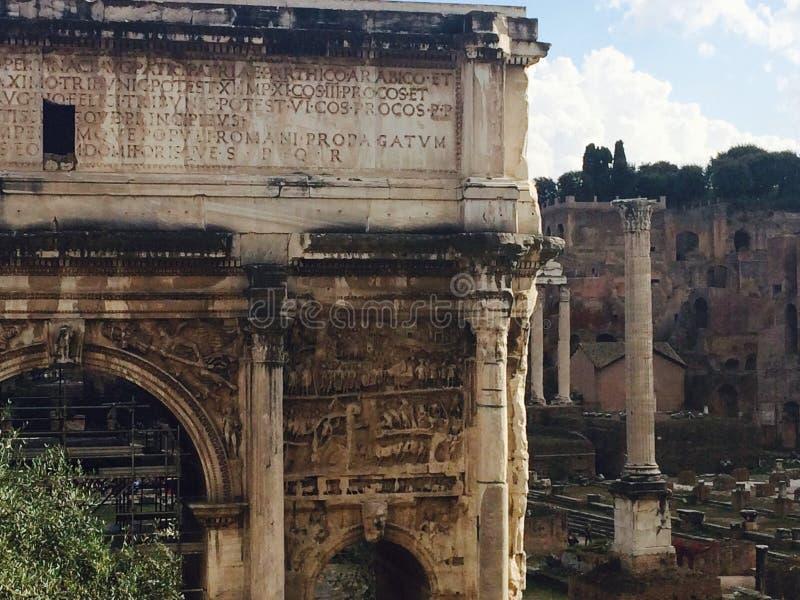 Roman Forum nahe dem Colosseum stockbild
