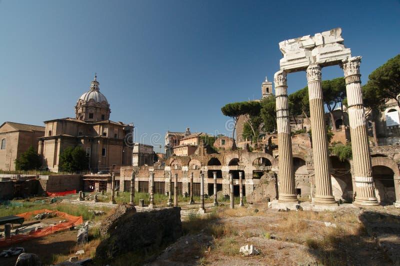 Roman Forum. Tempel van Bever en Pollux royalty-vrije stock afbeeldingen