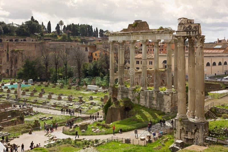 Roman Forum y el templo de Saturn fotos de archivo libres de regalías