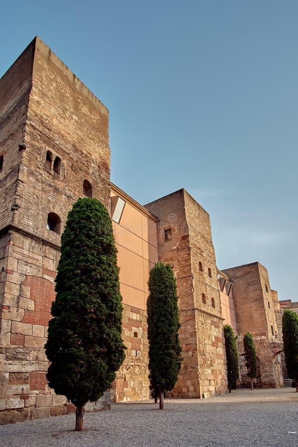Roman Gate antiguo y Placa Nova, Barri Gothic Quarter, Barcelona, España fotografía de archivo