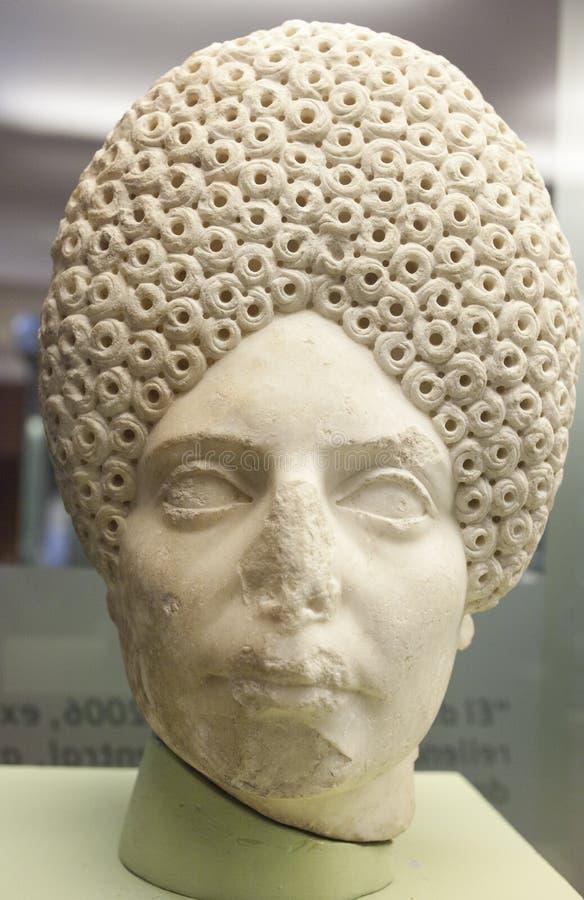 Roman Head femenino con el peinado rizado complicado foto de archivo libre de regalías