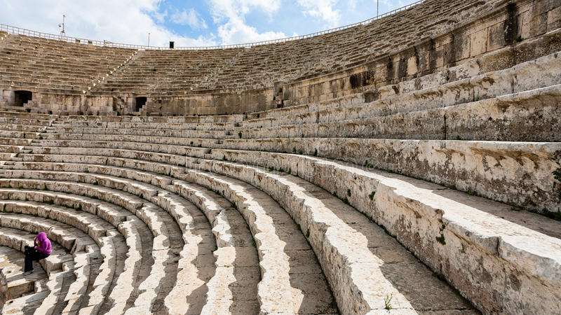Roman Large South Theatre in i den Gerasa staden arkivbilder