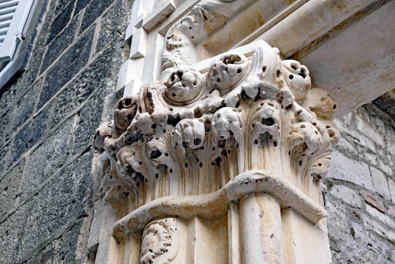 Roman Marble Pillar antigo, palácio do ` s de Diocletian, separação, Croácia fotos de stock