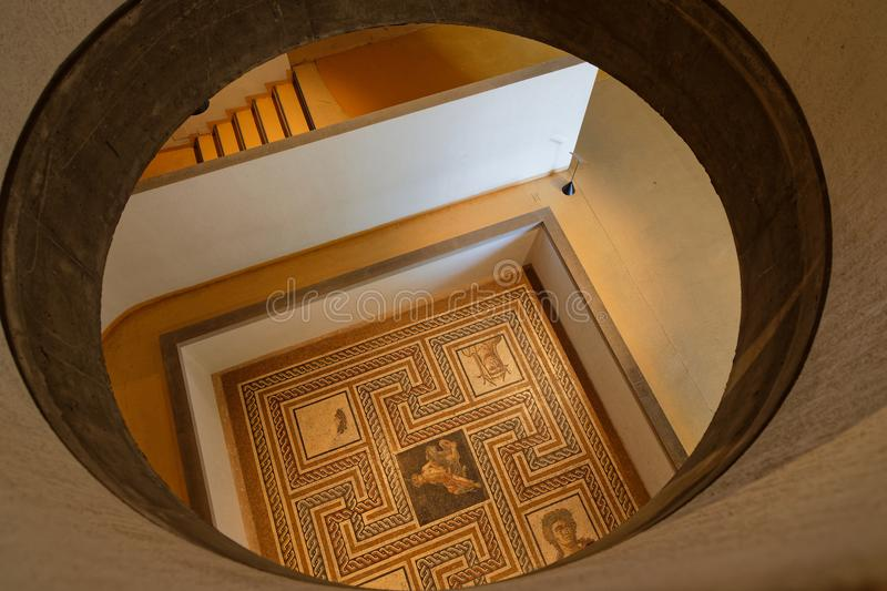 Roman mozaïek in Lyon wordt gevonden dat stock fotografie