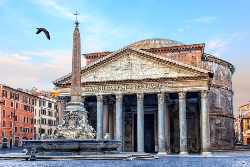 Roman Pantheon en de mening van de fonteinochtend, geen mensen stock afbeeldingen