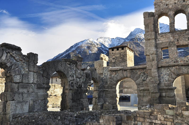 Roman ruïnes in Aosta, Italië stock foto's
