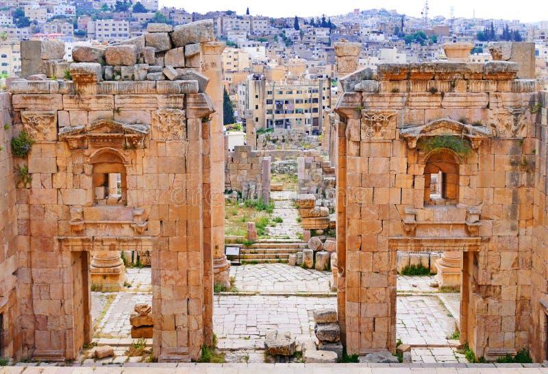 Roman Ruins antico del Propylaeum in Jerash, Giordania fotografia stock libera da diritti