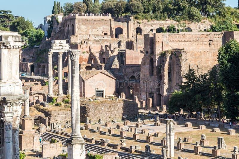 Roman Ruins antiguo de la basílica Julia fotografía de archivo