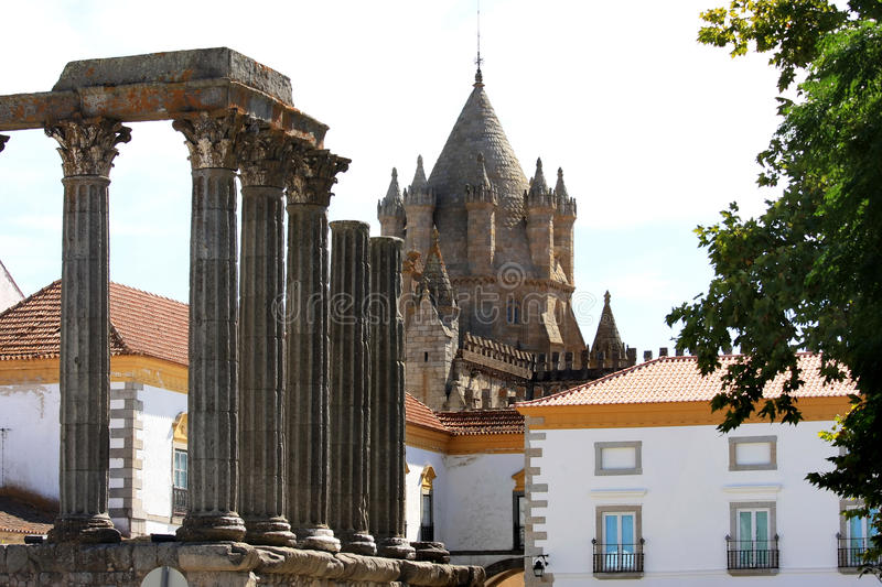 Roman Tempel en kathedraal in Evora, Portugal royalty-vrije stock foto's