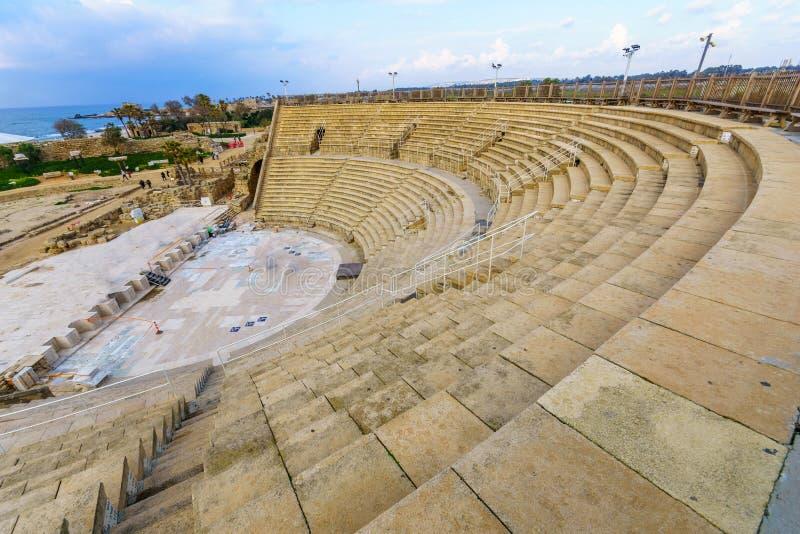 Roman Theater i den Caesarea nationalparken arkivfoto