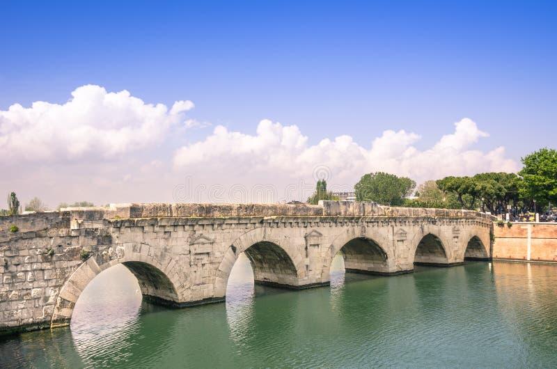 Roman Tiberius Bridge i Rimini Italien fotografering för bildbyråer
