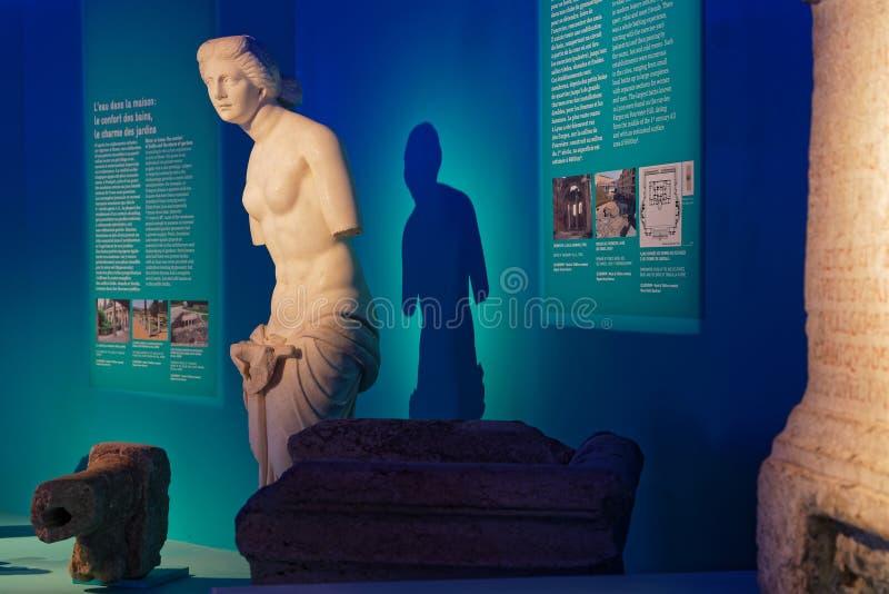 Roman wit standbeeld in museum royalty-vrije stock afbeelding