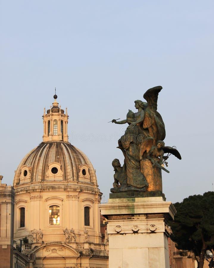 Romana de la cúpula y un ángel imagenes de archivo