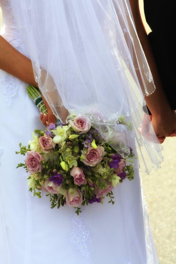 Romance : Bridal bouquet - Holding Hands