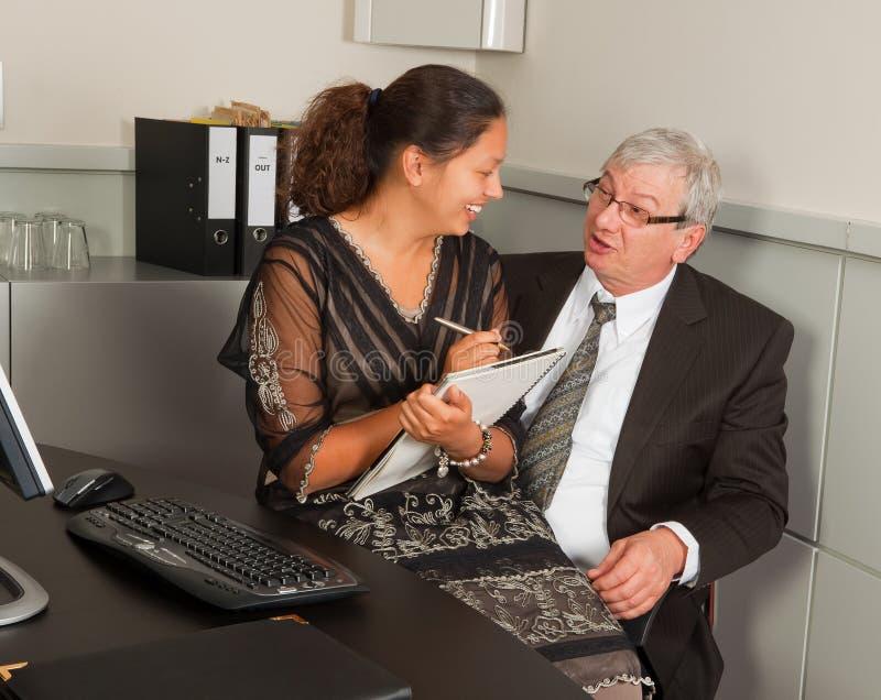 Romance del encargado y de la secretaria fotografía de archivo