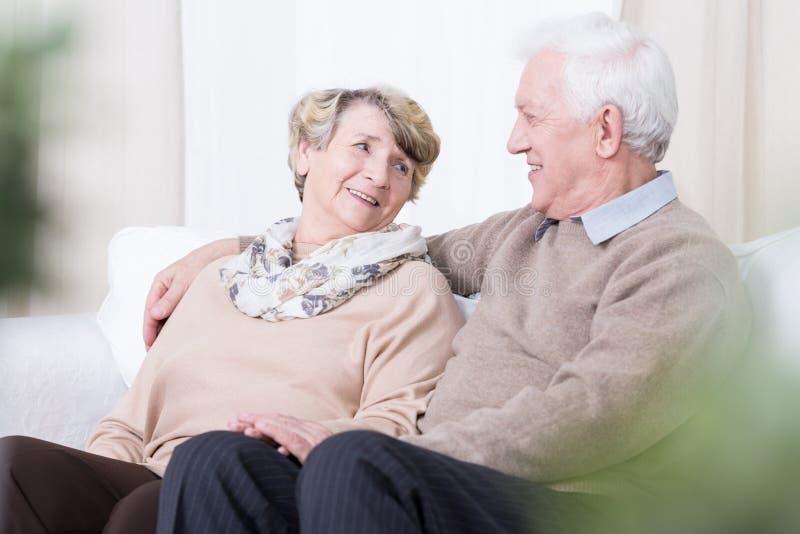 Romance en edad avanzada fotos de archivo libres de regalías
