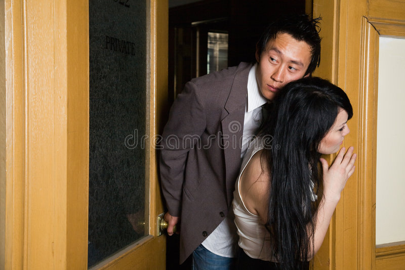 Romance im Büro stockbild