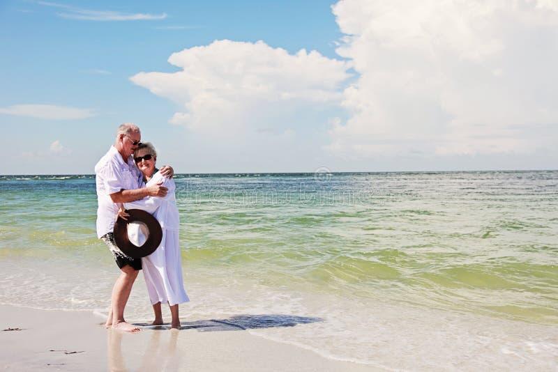 Romance superior dos pares imagens de stock royalty free