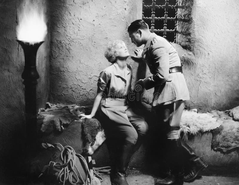 romancing和调查每其他的夫妇注视(所有人被描述不更长生存,并且庄园不存在 供应商战争 库存照片