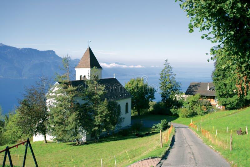 Romandie/Schweiz: Kapellet bredvid det lyxiga hotellet Le Mir royaltyfri foto