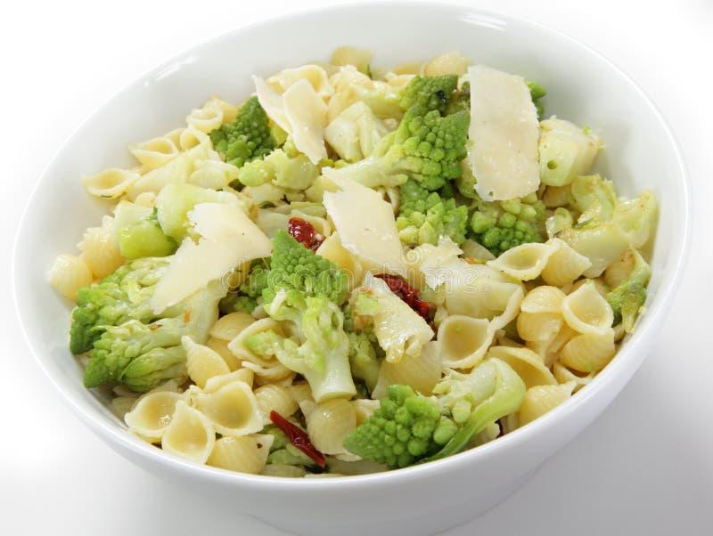 Romanesco和意大利面食 免版税库存图片