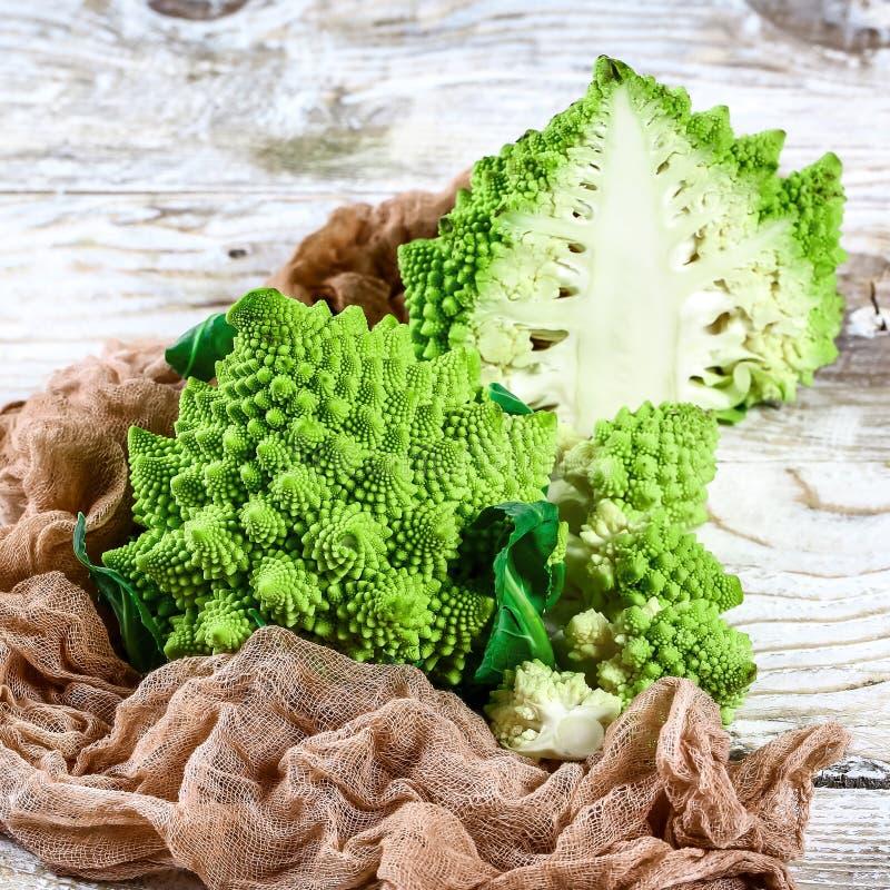 Romanesco brokułów kapusty marco Natury fractal powierzchnia z spital wzorem w górę strzału, selekcyjna ostrość obrazy royalty free