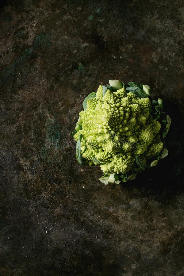 Romanesco organique de chou image stock