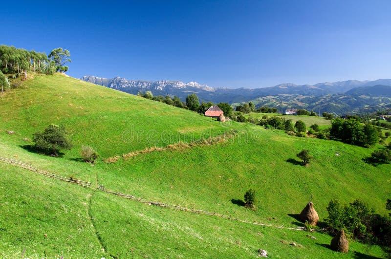 Romania, aldeia da montanha fotografia de stock royalty free