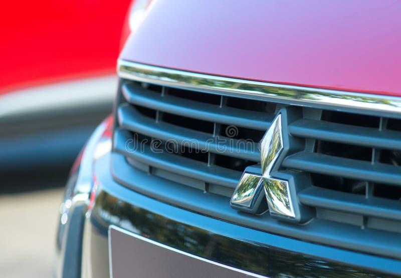 ROMANIA-SEPTEMBER 2 2017 Mitsubishi logów na Wrześniu 2 2017 w RUMUNIA, logo Mitsubishi samochód wystawiający w samochodowym prze obraz royalty free
