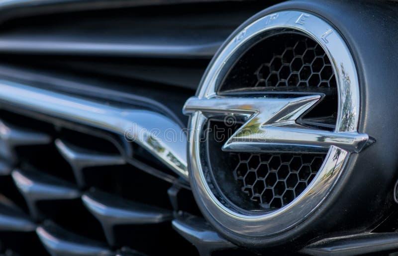 ROMANIA-SEPTEMBER 2 2017 Opel logów na Wrześniu 2 2017 w RUMUNIA, logo Opel samochód wystawiający w samochodowym przedstawieniu w fotografia stock