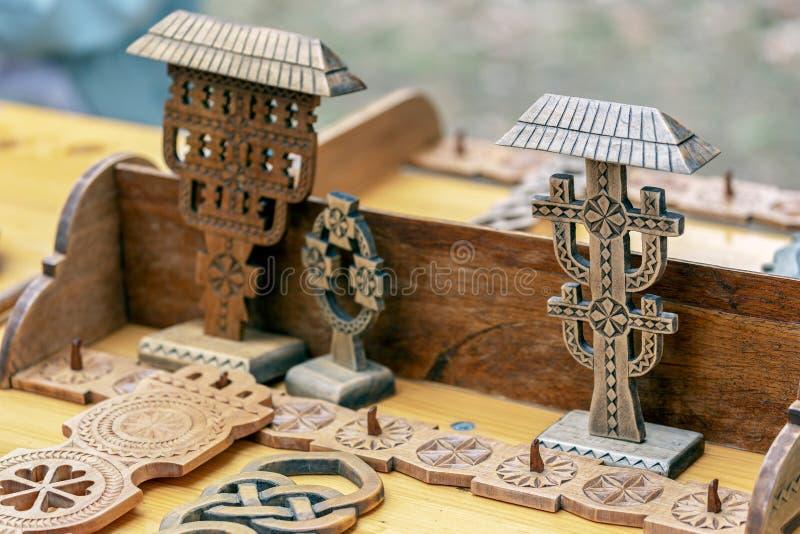 Romanian tradicionalmente cinzelado de madeira decorativo fotografia de stock