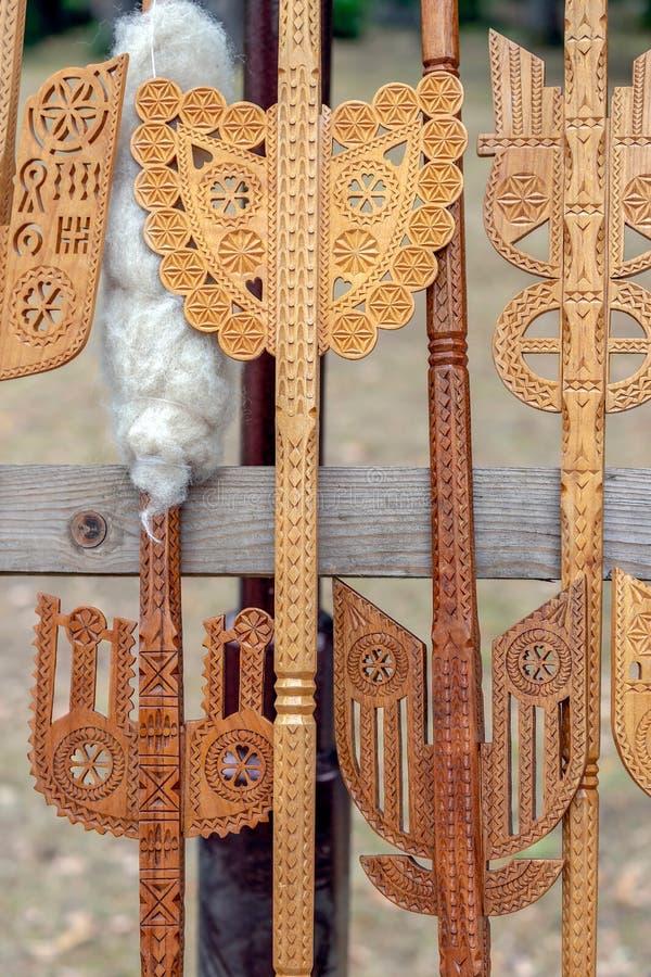 Romanian tradicionalmente cinzelado de madeira decorativo imagens de stock