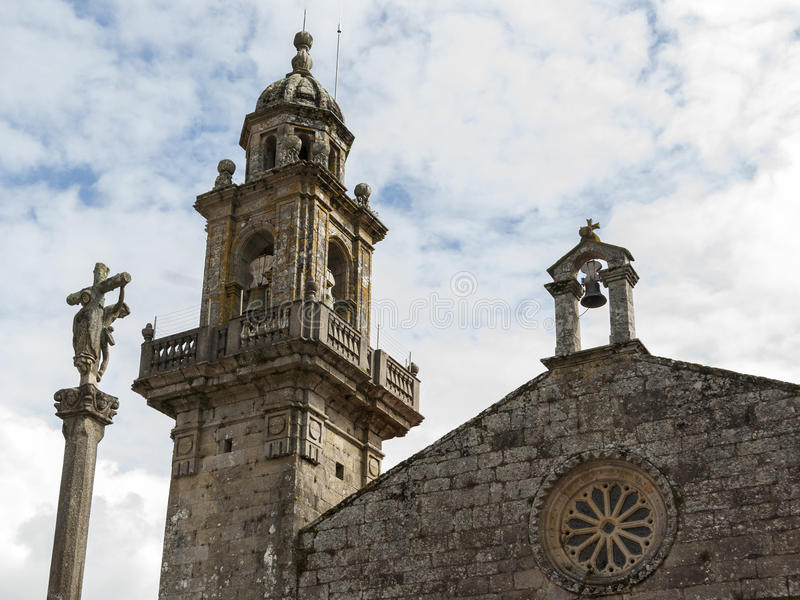 Romanic kerkvoorgevel stock foto