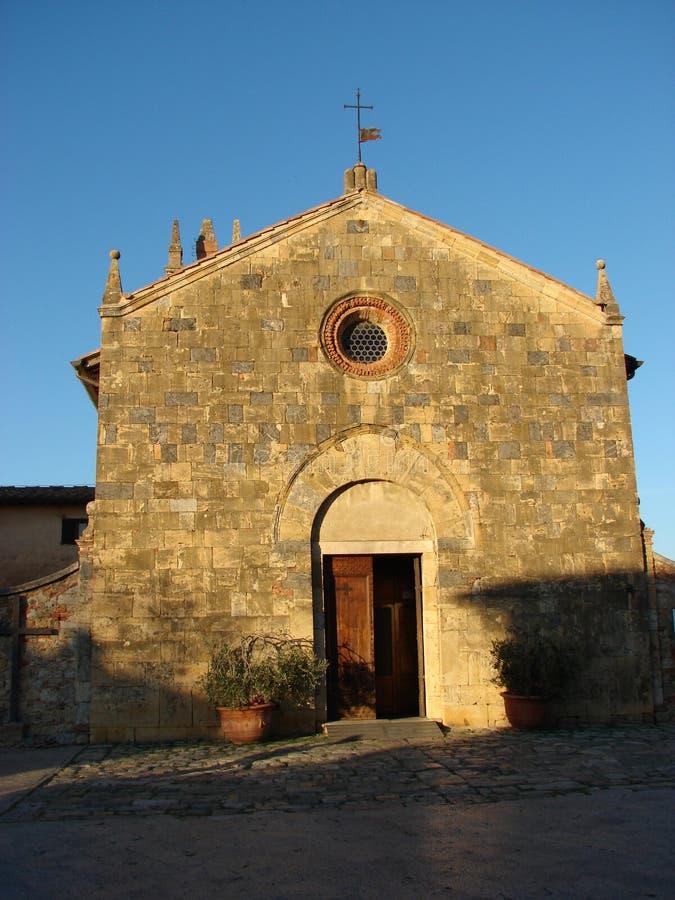 Romanic kościół w Monteriggioni zdjęcia stock
