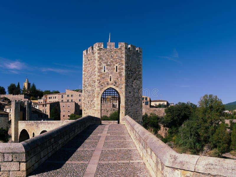romanische Brücke von Besalú, Girona, Spanien lizenzfreie stockfotos