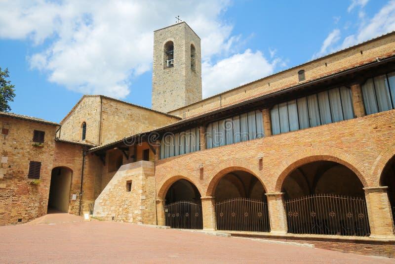 Romanische Kirche in San Gimignano, Toskana, Italien lizenzfreies stockbild
