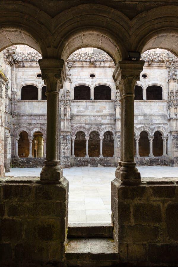 Romanisches Kloster auf dem monatery von santo estevo tun rivas tun stockfotografie