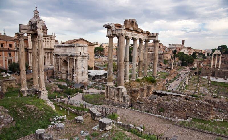 Romano de Foro de la postal - Roma - Italia imagen de archivo libre de regalías