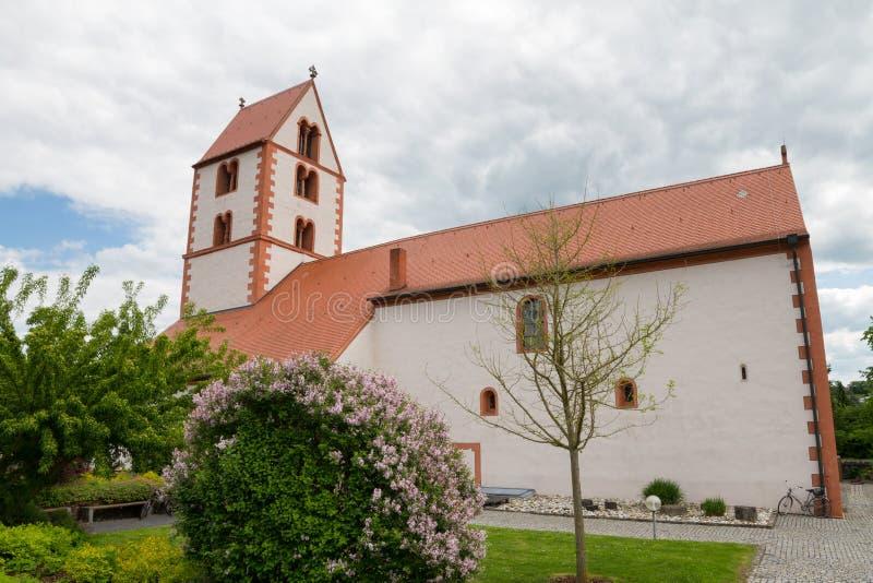 Romansk kyrka av dåliga Neustadt en der Saale royaltyfria foton