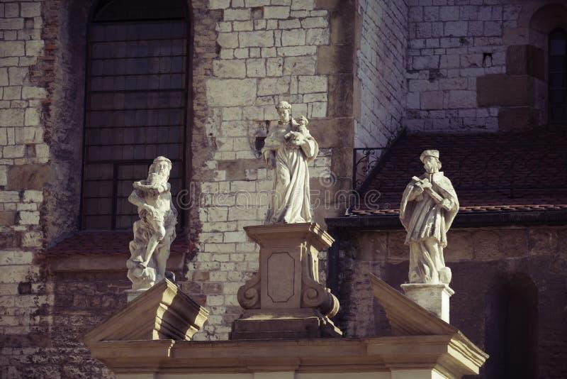 Romansk kyrka av det St Andrew tornet i Krakow, Polen arkivfoton