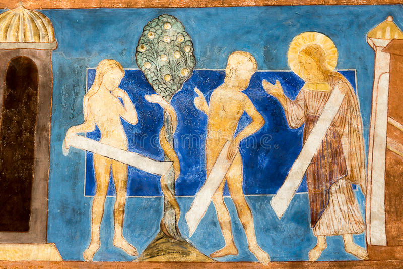 Romansk väggmålning Nedgången av Adam och helgdagsaftonen på trädnollan royaltyfria bilder