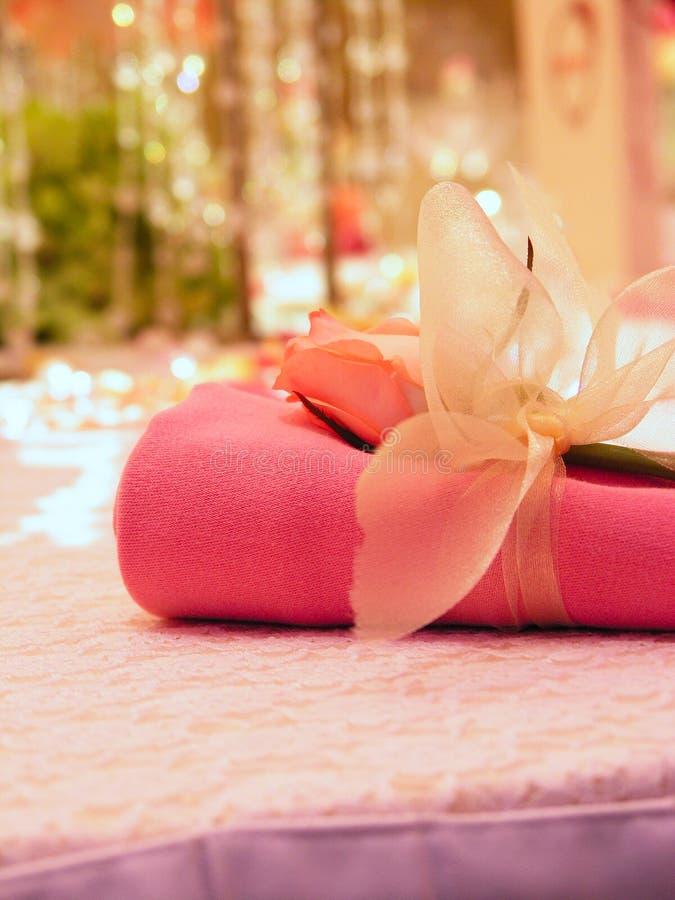 romanskt bröllop för servett arkivfoton
