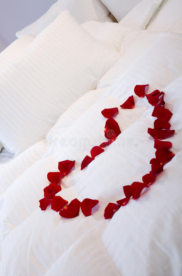 Download Romantic Bed With Heart Of Roses Stock Image - Image of bedroom, pillow: 10305563