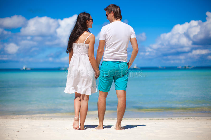 Romantic Pictures Of Tropical Beaches: Romantic Couple At Tropical Beach In Philippines Royalty