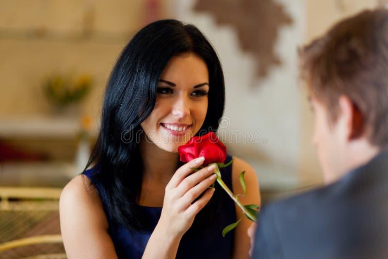 Romantiker daterar royaltyfria foton