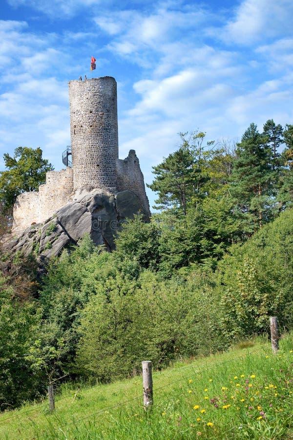 Romantiker fördärvar av den gotiska slotten Frydstejn från den 14th cent , Bohem arkivbild