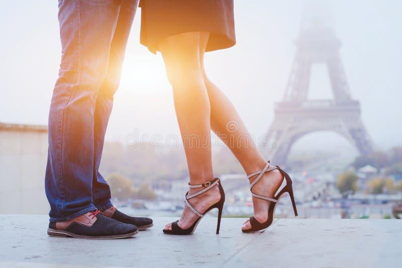 Romantikerferier i Paris arkivfoto