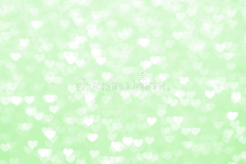 Romantique de fond vert de coeur de tache floue beau, vert doux de couleur pastel de coeur de lumières de bokeh de scintillement, image stock